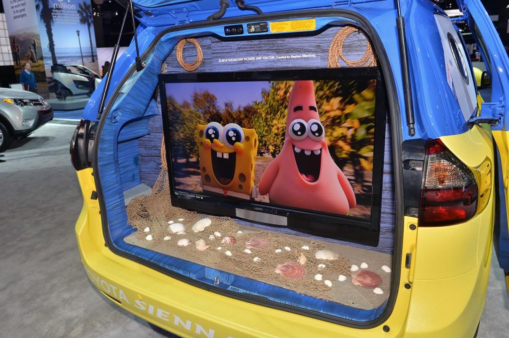 2015-Toyota-Sienna-SpongeBob-Movie-Themed-Los-Angeles-Auto-Show-2014-Photo-13